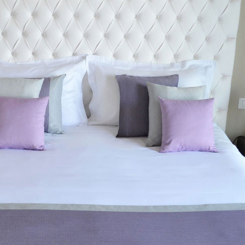 Bed runner lisca piazzata per alberghi e b b eurotex for Arredamento semplice