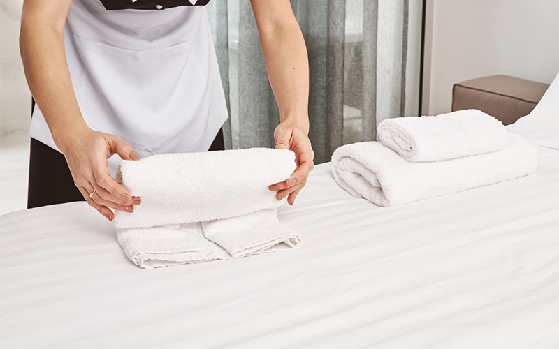 Far trovar una stanza in ordine è un elemento importante in ogni struttura. Vediamo insieme alcune tecniche per piegare gli asciugamani.