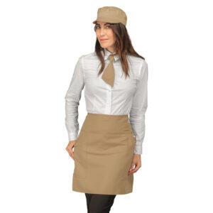 Grembiule unisex corto modello Ballantyne con comode tasche sul davanti in tantissimi colori. Lunghezza alla coscia, realizzato in poliestere